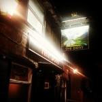 Gustarsi una birra sulle rive del Tamigi...al The Dove si può! #london #londra #hammersmith #uk #pub #food #drink #beer #birra #tamigi #thames #riverthames #pint #ale #pintofale