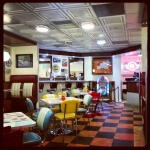 Back to the 60s #kingston #frankbsdiner #waitingforlunch #happydays #londra #london #londonlife #diner #burgers #usa
